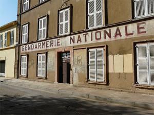 Nejfotografovanější objekt v Saint Tropez - budova četníků