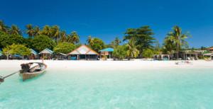 Křišťálové moře a čisté pláže provází celým ostrovem