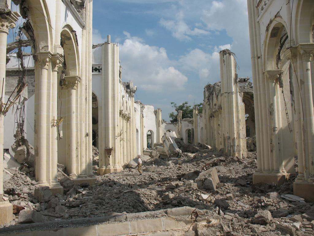 Zemětřesení postihlo všechny typy budov, James Emery